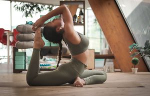 Stretching vs. Yoga: understanding the differences