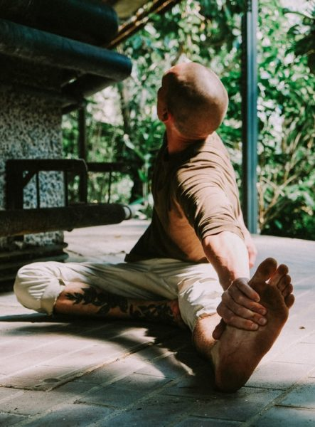 stretching-become-more-flexible